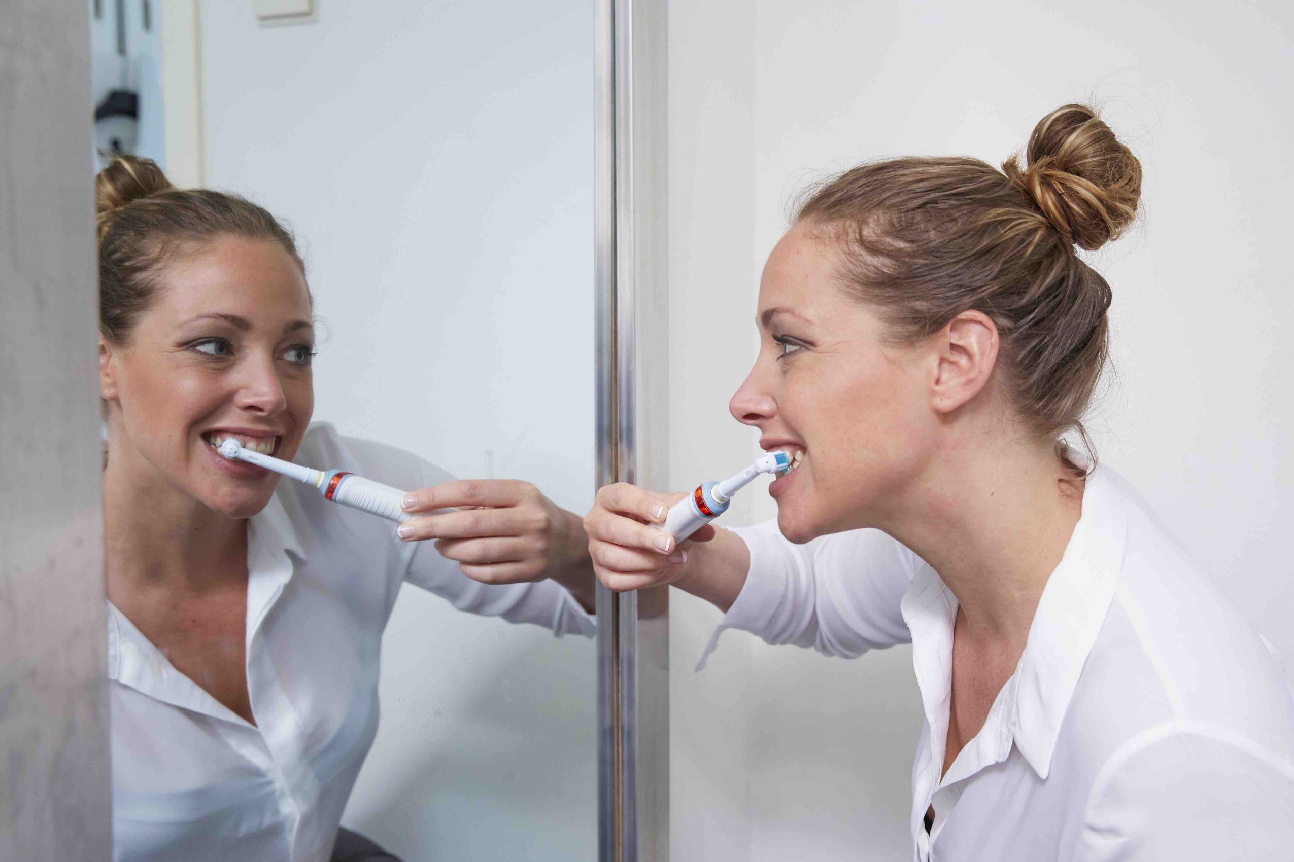 How to keep invisalign clear aligner clean?